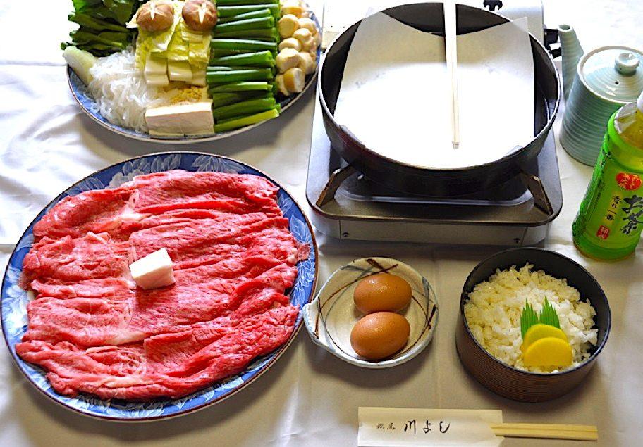松尾 川よし(写真の肉・野菜は4人前) 牛すき焼き(鶏肉も選択可)