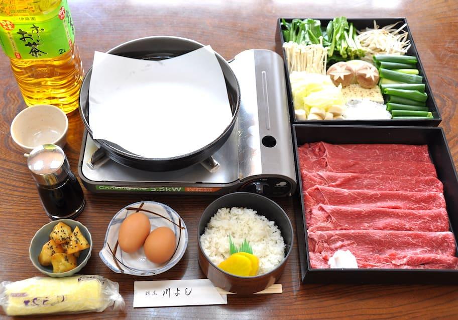 松尾 川よし(写真の肉・野菜は4人前)牛すき焼き(鶏肉も選択可) すき焼き